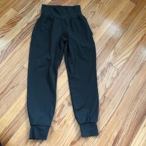 ATHLETA Cruise Jogger in Powervita Olive Green XS